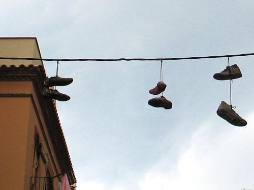 El lenguaje secreto de las zapatillas colgantes